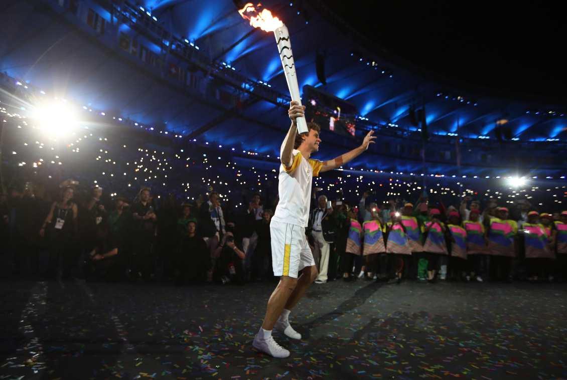 O momento simbólico de Guga com a tocha no Maracanã d367614000443
